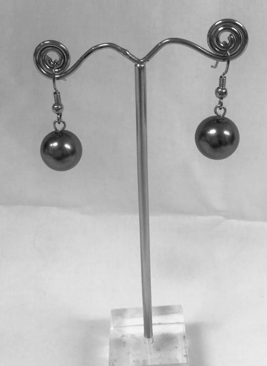 Dark grey pearl drop earrings