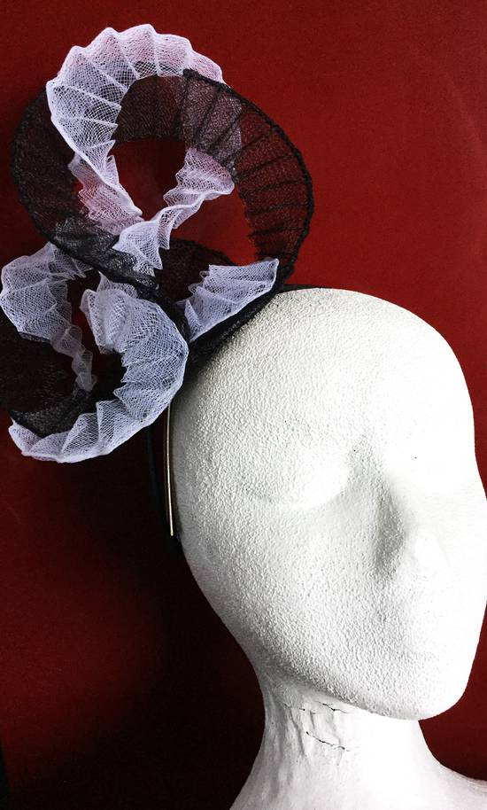 Black and white fascinator - one only