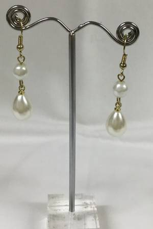 Cream pearl drop earrings