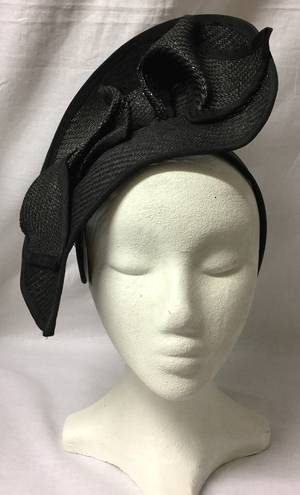 Black unique cropped fascinator