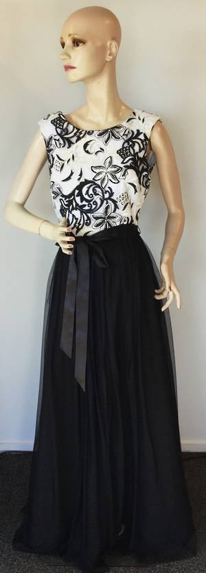 Black and white gown - size 8/10 only - STUNNING