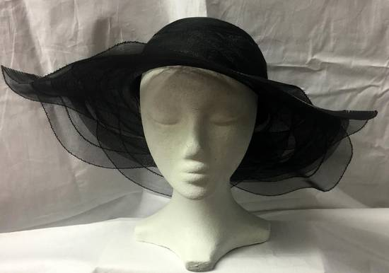 Black picture hat with scalloped edge